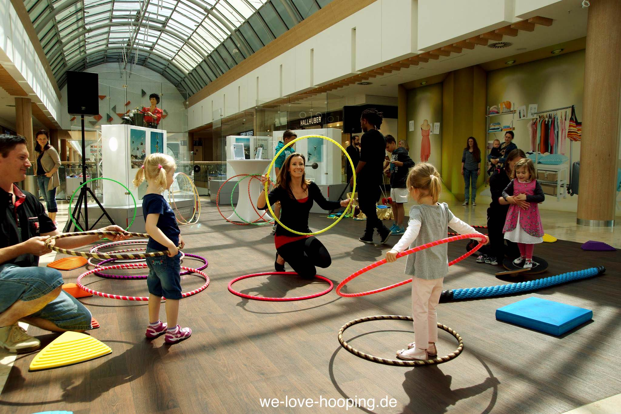 Event Riem Arcaden Hula Hoop mit Kindern